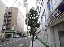 Enter the alley and you will find a brown building on your left. The brown building is the R&B Hotel Kumagaya Station.