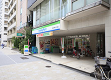 Next to FamilyMart is the R&B Hotel Higashi-nihombashi.
